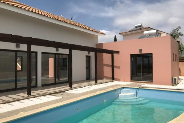 3 Bedroom bungalow in Monagroulli