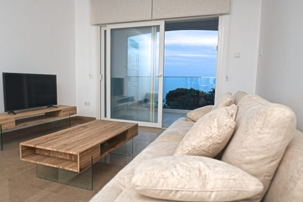Beautiful 2 bedroom seafront apartment