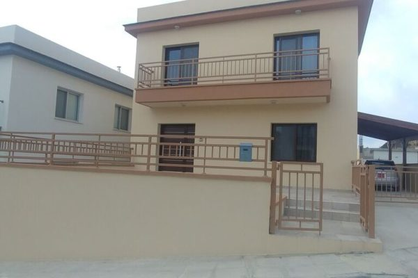 Spacious 4 bedroom house in Palodia