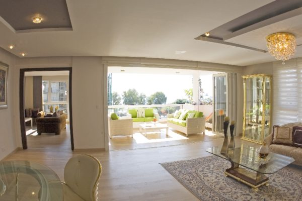 Chic 4 bedroom penthouse with sea view
